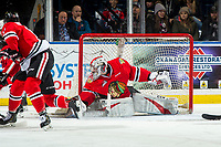KELOWNA, CANADA - MARCH 2:  Shane Farkas #1 of the Portland Winterhawks defends the net during first period against the Kelowna Rockets on March 2, 2019 at Prospera Place in Kelowna, British Columbia, Canada.  (Photo by Marissa Baecker/Shoot the Breeze)