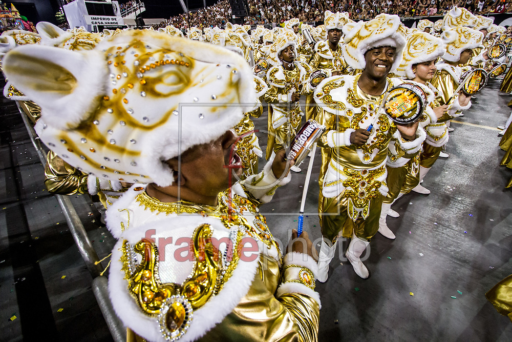 São Paulo, SP – 14/02/2015 – Desfile do GRCSES Império de Casa Verde, com o enredo Sonhadores do Mundo Inteiro: Uni-vos, quarta escola do segundo dia do Grupo Especial do Carnaval 2015, no Sambódromo do Anhembi, na noite de hoje (14/02). Foto: CARLA CARNIEL/FRAME