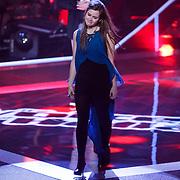 NLD/Amsterdam/20121130 - 4e liveshow The Voice of Holland 2012, Tessa Belinfante neemt afscheid van haar coach Trijntje Oosterhuis