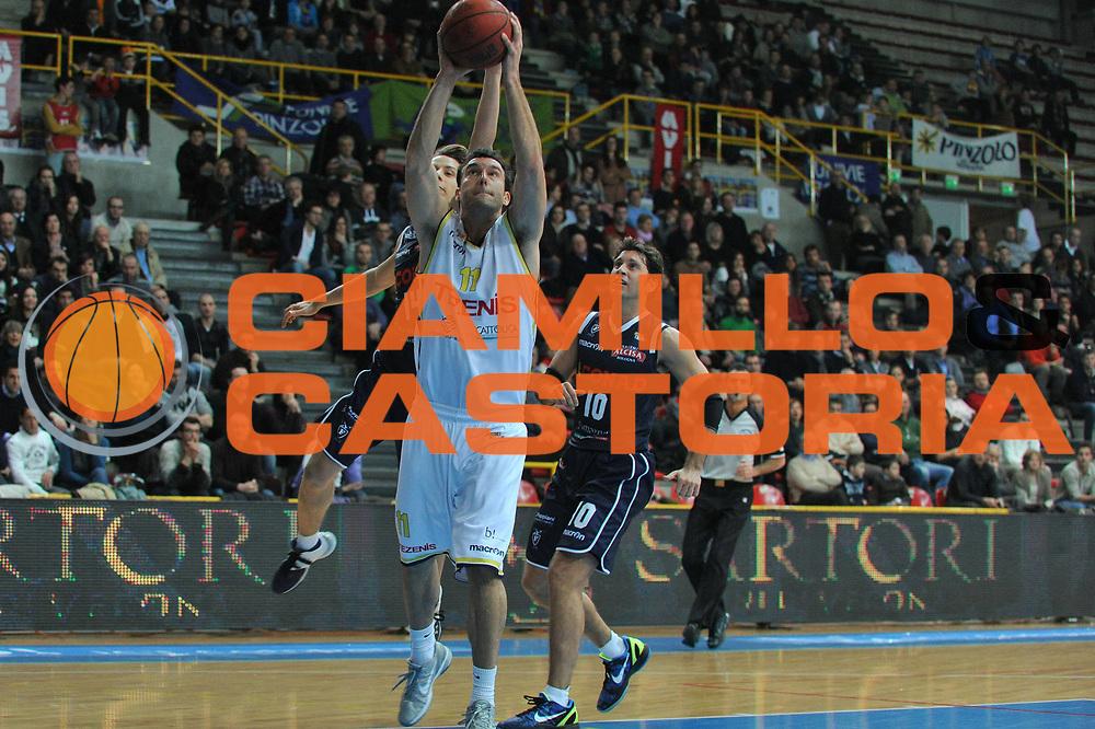 DESCRIZIONE : Verona Lega Basket A2 2011-12 Tezenis Verona Conad Bologna <br /> GIOCATORE : giorgio boscagin <br /> CATEGORIA : tiro<br /> SQUADRA : Tezenis Verona Conad Bologna<br /> EVENTO : Campionato Lega A2 2011-2012<br /> GARA : Tezenis Verona Conad Bologna<br /> DATA : 15/01/2012<br /> SPORT : Pallacanestro <br /> AUTORE : Agenzia Ciamillo-Castoria/M.Gregolin<br /> Galleria : Lega Basket A2 2011-2012 <br /> Fotonotizia : Verona Lega Basket A2 2011-12 Tezenis Verona Conad Bologna<br /> Predefinita :