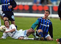 Fotball, 20. april 2002. Tippeligaen, Stabæk v Vålerenga Fotball 0-0. Peter Sand, Stabæk, og Stian Ohr, Vålerenga.