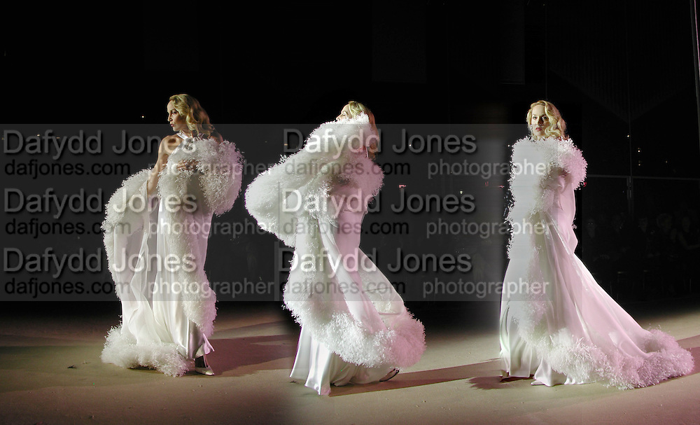 Jerry Hall. Yves St. Laurent. last couture collection, 1962-2002. Pompidou Centre. Paris. 22 January 2002. © Copyright Photograph by Dafydd Jones 66 Stockwell Park Rd. London SW9 0DA Tel 020 7733 0108 www.dafjones.com