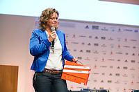 UTRECHT - Marij van Tienen met de Verenigingsbox.  Hockeycongres bij de Rabobank in Utrecht. FOTO KOEN SUYK