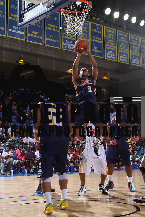 Diggy Simmons (3) attempt a layup in the paint in the first half of The 2015 Duffy's Hope Celebrity Basketball Game Saturday, August 01, 2015, at The Bob Carpenter Sports Convocation Center, in Newark, DEL.    <br /> <br /> Proceeds will benefit The Non-Profit Organization Duffy's Hope Youth Programming.
