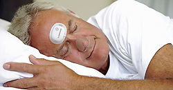 June 8, 2017 - Inconnu, inconnu - 07/06/2017 - A patch could help improve sleep and even save lives by detecting a sleep disorder that usually requires hospital Sleep apnea is a serious condition that happens when a person's breathing in interrupted during sleep.Left untreated it sufferers stop breathing repeatedly , sometimes hundreds of times a night.This means the brain and the rest of the body may not get enough oxygen.It can lead to high blood pressure, a stroke, heart attack, diabetes depression and headaches.People who are suspected of having the condition are often sent for a sleep study known as polysomnography.This involves their spending the night sleeping at a clinic, with numerous electrodes hard-wired to their head. The new SomnaPatch is simple and – according to the recently-released results of a study – almost as accurate.Made by California-based Somnarus, the SomnaPatch weighs less than 28 grams / one ounce.It consists of a forehead-worn disposable adhesive patch connected to a nosepiece. It is worn while the patient sleeps in their own bed, and uses integrated sensors to measure and record factors such as nasal pressure, blood oxygen saturation, heart rate, respiratory effort, sleep duration and changes in body position.As part of its efforts to obtain US Food and Drug Administration approval, Somnarus conducted a study of the device at three US sleep clinics last year. This involved having 174 test subjects undergo standard polysomnography while also using the SomnaPatch.When the readings obtained by the two approaches were compared, they were found to be in agreement 87.4 percent of the time.Additionally, a separate home usability study found that 38 out of 39 users were able to use the device to record at least four hours of sleep, guided by nothing but the included instructions.A spokesman said:' SomnaPatch records respiratory patterns, pulse oximetry data and estimates sleep time based on proprietary algorithms and