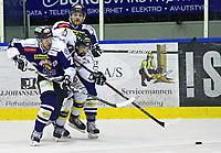 Ishockey , <br /> GET-ligaen , <br /> NM finale , <br /> Sparta v Stavanger ,  <br /> 31.03.2011 , <br /> Teemu Virtala får en real trøkk av Rene Bøe og Gøran Hermansson , <br /> Foto: Thomas Andersen / Digitalsport ,