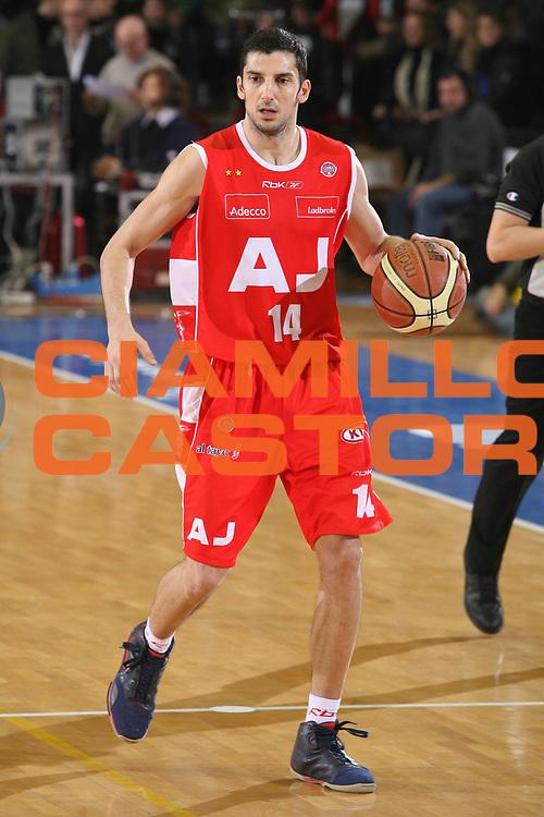 DESCRIZIONE : Napoli Lega A1 2007-08 Eldo Napoli Armani Jeans Milano <br /> GIOCATORE : Dusan Vukcevic <br /> SQUADRA : Armani Jeans Milano <br /> EVENTO : Campionato Lega A1 2007-2008 <br /> GARA : Eldo Napoli Armani Jeans Milano <br /> DATA : 06/01/2008 <br /> CATEGORIA : Palleggio <br /> SPORT : Pallacanestro <br /> AUTORE : Agenzia Ciamillo-Castoria/G.Ciamillo