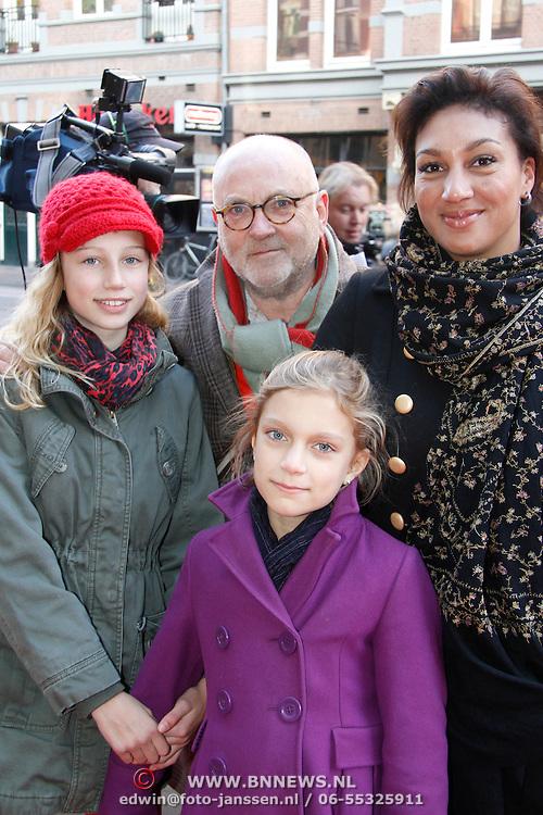 NLD/Amsterdam/20111117 - Inloop Bennie Stout in premiere voor Sinterklaas, Serge Henri Valcke en …..