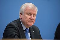 27 NOV 2013, BERLIN/GERMANY:<br /> Horst Seehofer, CSU Vorsitzender und Ministerpraesident Bayern, Pressekonferenz zur Einigung ueber einen Koalitionsvertrag, Bundespressekonferenz<br /> IMAGE: 20131127-01-097<br /> KEYWORDS: BPK