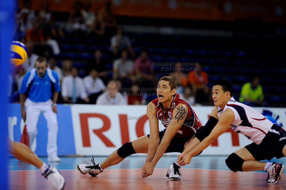 08-07-2010 VOLLEYBAL: WLV NEDERLAND - ZUID KOREA: EINDHOVEN<br /> Nederland verslaat Zuid Korea met 3-0 / Young Min Moon en Oh Hyun Yeo<br /> &copy;2010-WWW.FOTOHOOGENDOORN.NL