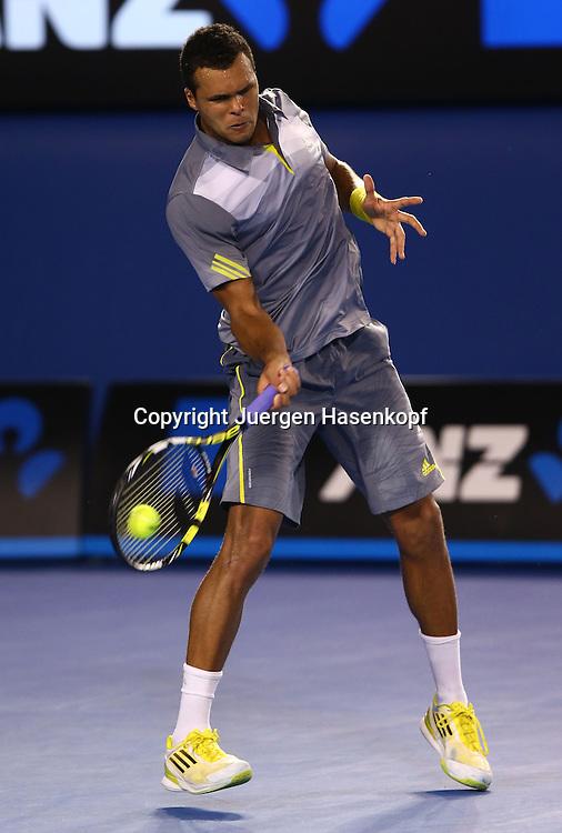Australian Open 2013, Melbourne Park,ITF Grand Slam Tennis Tournament , Jo-Wilfried Tsonga(FRA),Aktion,Einzelbild,Ganzkoerper,Hochformat,