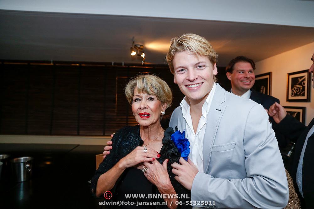 NLD/Loosdrecht/20121126 - CD uitreiking Anneke Gronloh, Anneke en Thomas Berge