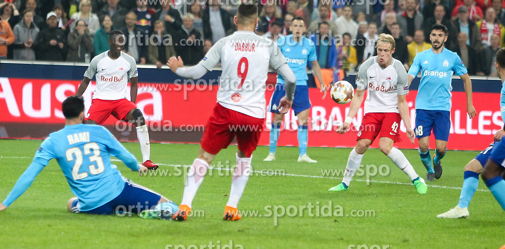 03.05.2018, Red Bull Arena, Salzburg, AUT, UEFA EL, FC Salzburg vs Olympique Marseille, Halbfinale, Rueckspiel, im Bild Xaver Schlager (FC Salzburg) beim Schuss zum 2:0 // during the UEFA Europa League Semifinal, 2nd Leg Match between FC Salzburg and Olympique Marseille at the Red Bull Arena in Salzburg, Austria on 2018/05/03. EXPA Pictures © 2018, PhotoCredit: EXPA/ Roland Hackl