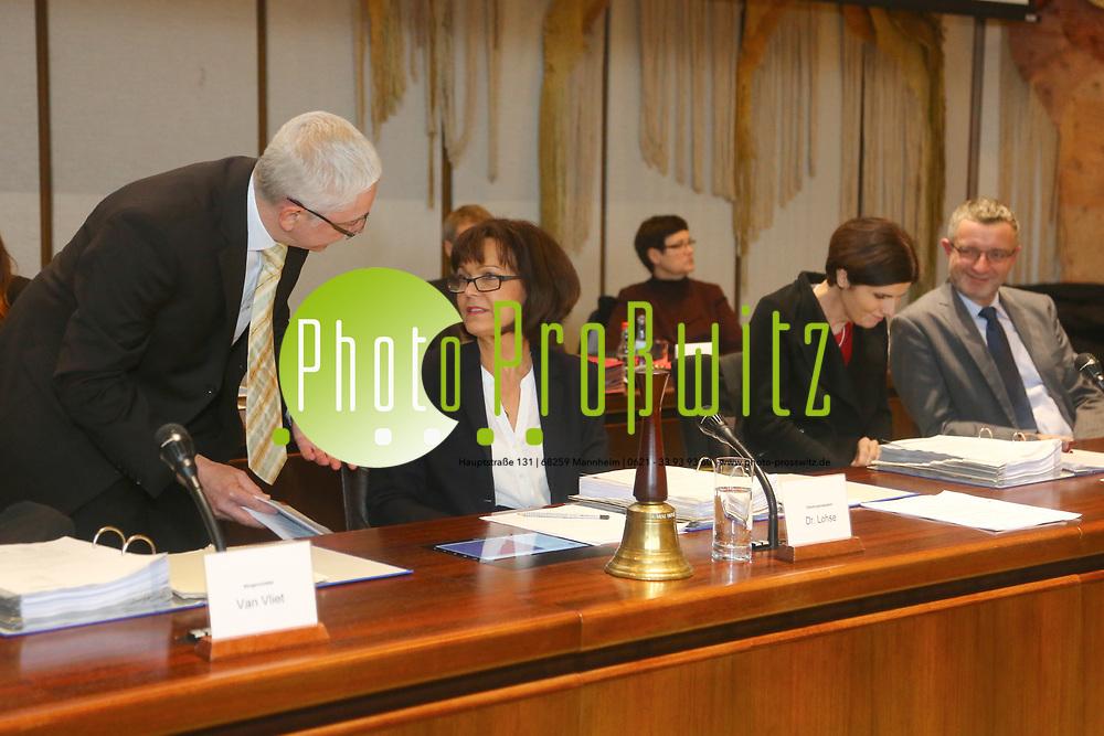 Ludwigshafen. 11.12.17 | <br /> Die Mitglider des Ludwigshafener Stadtrats wählen die neuen Bürgermeister (Dezernenten)<br /> - Oberbürgermeisterin Dr. Eva Lohse. Sie scheidet zum 01.01.2018 aus.<br /> Bild: Markus Prosswitz 11DEC17 / masterpress (Bild ist honorarpflichtig - No Model Release!) <br /> BILD- ID 01369 |
