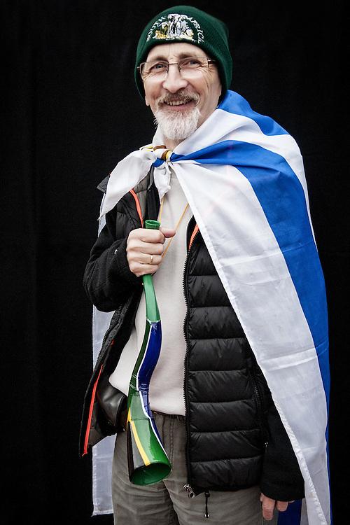 JAVIER CALVELO/  MONTEVIDEO/  ESTADIO CENTENARIO/ CLASIFICATORIAS SUDAMERICANAS MUNDIAL BRASIL 2014 / REPECHAJE MUNDIAL BRASIL 2014 - SERIE SUDAMERICA-ASIA/  PARTIDO DE VUELTA/ URUGUAY-JORDANIA<br /> Proyecto documental sobre la identidad, lo nacional, lo Uruguayo y el consumo. Se trata de retratos simples mirando a camara y con un fondo neutro. Les pregunto a los fotografiados como quieren ser recordados en el futuro y de que localidad son.<br /> El trabajo esta influenciado por la obra de August Sander pero tambien por Richard Avedon y Manuel Alvarez Bravo. <br /> El titulo esta basado en la obra de Raymond Firth, Tipos Humanos. (Raymond William Firth, ( 1901-2002) fue un etn&oacute;logo neozeland&eacute;s profesor de Antropolog&iacute;a en la London School of Economics, es uno de los fundadores de la antropolog&iacute;a econ&oacute;mica brit&aacute;nica). <br /> En la foto:  Tipos Humanos en el Estadio Centenario, Tribuna Colombes, Eduardo Marti. Foto: Javier Calvelo <br /> emarti@outlook.com<br /> 2013-11-20 dia miercoles