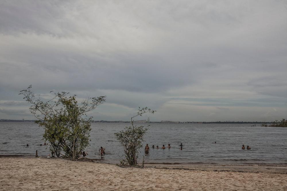 Brazil, Amazonas, rio Negro, Manaus. Plage sauvage face à Manaus.