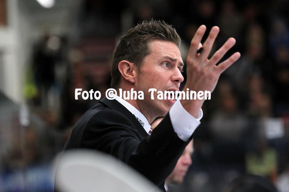 2.10.2012, Ritari Areena, H?meenlinna..J??kiekon SM-liiga 2012-13. HPK - JYP..Valmentaja Jyrki Aho - JYP