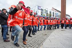 """03.05.2016, Clemensgalerien, Muehlenplatz, Solingen, GER, Warnstreik IG Metall, im Bild Tuerkische Streikende tanzen // during a Emptive strike of the trade union """"IG Metall"""" at the Clemensgalerien, Muehlenplatz in Solingen, Germany on 2016/05/03. EXPA Pictures © 2016, PhotoCredit: EXPA/ Eibner-Pressefoto/ Deutzmann<br /> <br /> *****ATTENTION - OUT of GER*****"""