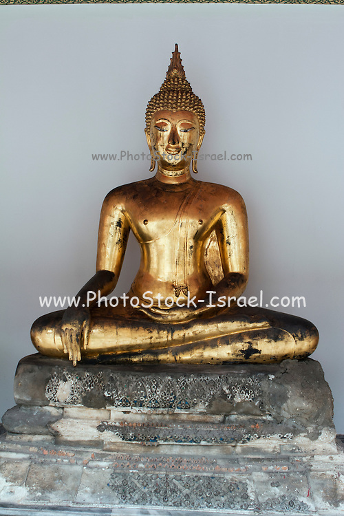 Wat Po Temple of the Reclining Buddha Bangkok Thailand golden Buddha statues