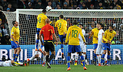 28.06.2010, Ellis Park Stadium, Johannesburg, RSA, FIFA WM 2010, Brazil (BRA) vs Chile.C (CHI), im Bild Il gol dell'1-0 di Juan (Brasile).Juan 's 1-0 leading goal scored for Brazil.. EXPA Pictures © 2010, PhotoCredit: EXPA/ InsideFoto/ Giorgio Perottino +++ for Austria and Slovenia only +++ / SPORTIDA PHOTO AGENCY