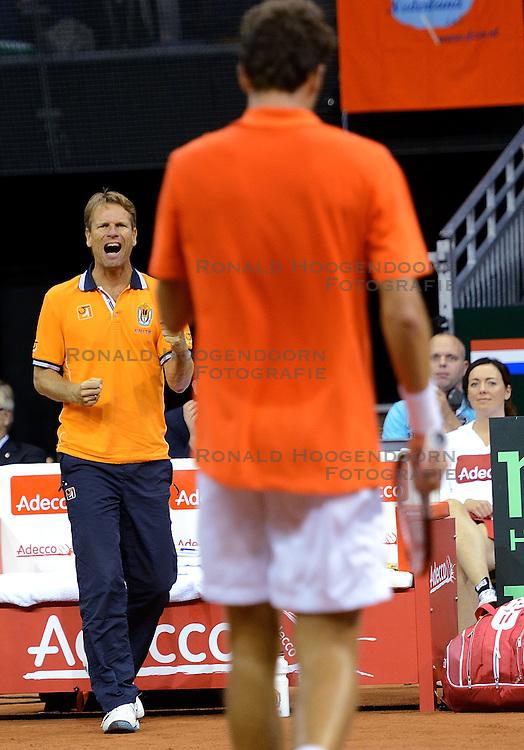 12-09-2014 NED: Davis Cup Nederland - Kroatie, Amsterdam<br /> Een blije Jan Siemerink