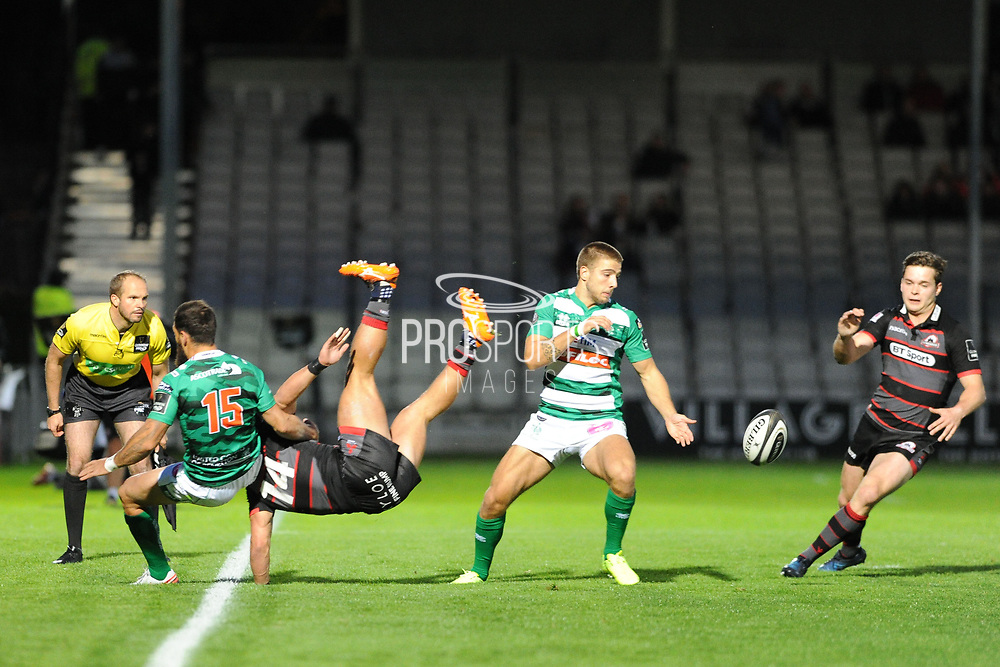 14 Damien Hoyland offloads as taken out during the Guinness Pro 14 2017_18 match between Edinburgh Rugby and Benetton Treviso at Myreside Stadium, Edinburgh, Scotland on 15 September 2017. Photo by Kevin Murray.