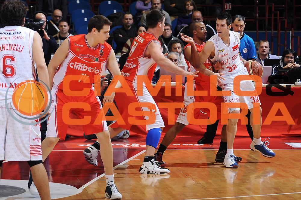 DESCRIZIONE : Milano Lega A 2009-10 Armani Jeans Milano Cimberio Varese<br /> GIOCATORE : Sani Becirovic<br /> SQUADRA : Armani Jeans Milano<br /> EVENTO : Campionato Lega A 2009-2010 <br /> GARA : Armani Jeans Milano Cimberio Varese<br /> DATA : 31/01/2010<br /> CATEGORIA : Palleggio<br /> SPORT : Pallacanestro <br /> AUTORE : Agenzia Ciamillo-Castoria/A.Dealberto<br /> Galleria : Lega Basket A 2009-2010 <br /> Fotonotizia : Milano Campionato Italiano Lega A 2009-2010 Armani Jeans Milano Cimberio Varese<br /> Predefinita :