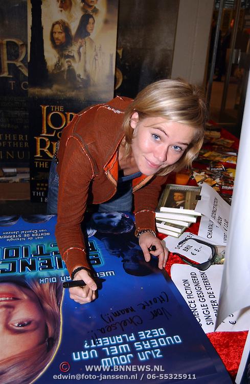 Signeerchessie Sience Fiction, Bond girl Caroline Munro