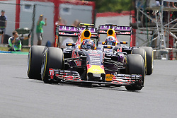 26.07.2015, Hungaroring, Budapest, HUN, FIA, Formel 1, Grand Prix von Ungarn, das Rennen, im Bild Daniil Kwjat (Infiniti Red Bull Racing/Renault) im Zweikampf mit Daniel Ricciardo (Infiniti Red Bull Racing/Renault) // during the race of the Hungarian Formula One Grand Prix at the Hungaroring in Budapest, Hungary on 2015/07/26. EXPA Pictures &copy; 2015, PhotoCredit: EXPA/ Eibner-Pressefoto/ Bermel<br /> <br /> *****ATTENTION - OUT of GER*****