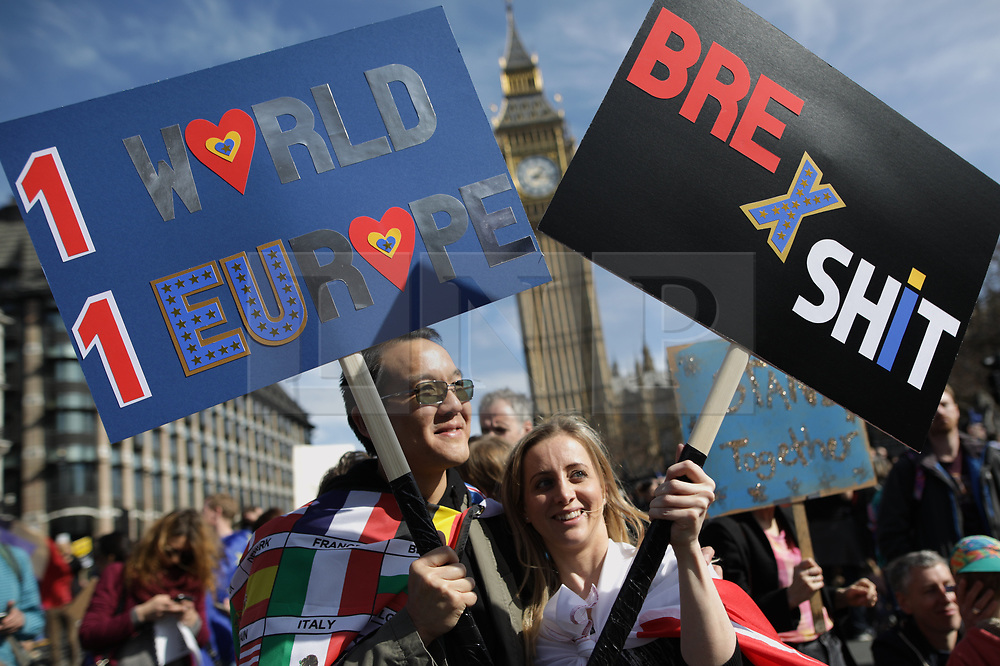 © Licensed to London News Pictures . 25/03/2017 . London , UK . A Unite for Europe anti Brexit march through central London , from Park Lane to Westminster . Protesters are campaigning ahead of the British government triggering Article 50 of the Lisbon Treaty and Britain's withdrawal from the European Union . Photo credit : Joel Goodman/LNP