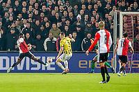 ROTTERDAM - Feyenoord - Vitesse , Voetbal , Eredivisie , Seizoen 2016/2017 , De Kuip , 16-12-2016 , Feyenoord speler Eljero Elia (l) schiet de 1-0 binnen
