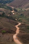 Alvinopolis_MG, Brasil...Estrada de terra em Alvinopolis, Minas Gerais...A dirty road in Alvinopolis, Minas Gerais...Foto: LEO DRUMOND / NITRO