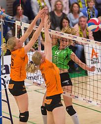 09-04-2016 NED: Coolen Alterno - Springendal Set Up 65, Apeldoorn<br /> Set Up wint met 3-2 en dat blijkt genoeg om zich te plaatsen voor de finale. / Joëlle Vile #12 of Alterno, Antoinette Posthuma #15 of Set Up 65, Ilse Kamphuis #11 of Set Up 65