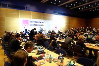 03 NOV 2005, BERLIN/GERMANY:<br /> Uebersicht des Saales zu Beginn einer Sitzung des SPD Parteivorstand mit der Nominierung eines neuen SPD Praesidiums und der Nominierung von Matthias P latzeck als neuem Parteivorsitzenden, Willy-Brandt-Haus<br /> IMAGE: 20051102-01-059<br /> KEYWORDS: Übersicht, Sitzungssaal
