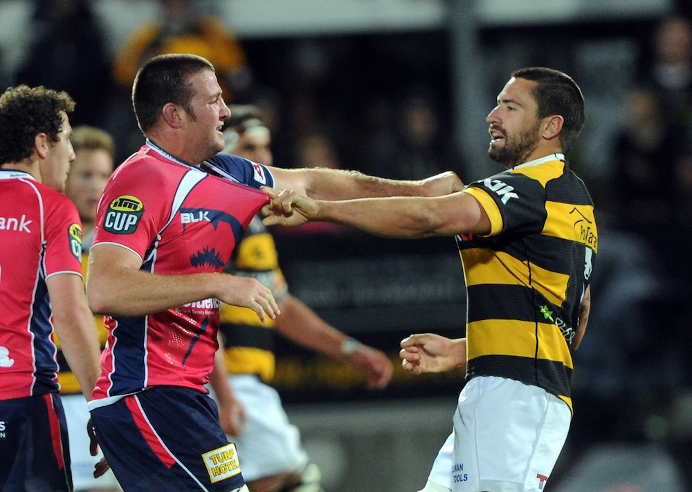 Tasman Makos Alex Ainley, left and Taranaki's Mitchell Crosswell face off in the ITM Cup Rugby Premiership final match at Yarrow Stadium, New Plymouth, New Zealand, Saturday, October 25, 2014. Credit:SNPA / Ross Setford
