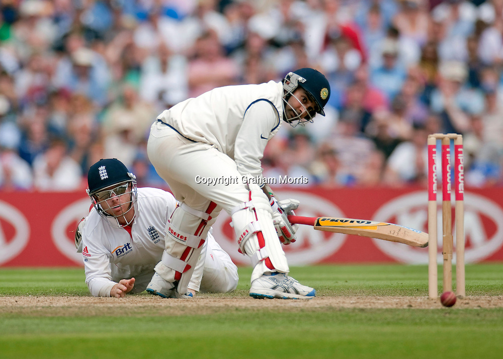 Ian Bell fails to run out Amit Mishra during the fourth and final npower Test Match between England and India at the Oval, London.  Photo: Graham Morris (Tel: +44(0)20 8969 4192 Email: sales@cricketpix.com) 21/08/11