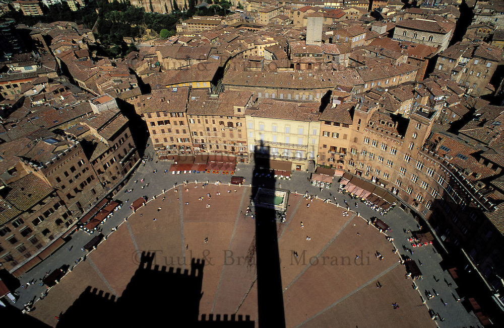 Italie, Toscane, Sienne, Piazza del Campo et palais communal // Italie, Sienna, Piazza del Campo and municipality palace