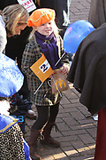 Maxima verwelkomt Sinterklaas tijdens de aankomst van in Scheveningen met haar kinderen Prinses Amalia , prinses Alexia en prinses Ariane .<br /> <br /> Maxima welcomes Sinterklaas with her children Princess Amalia, Princess Alexia and Princess Ariane during the arrival  in Scheveningen