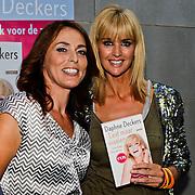 """NLD/Amsterdam/20100614 - Boekpresentatie Daphne Deckers """" Laat Maar Waaien"""", Daphne Deckers en Heleen van Royen"""