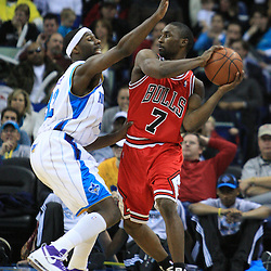 04 February 2009: New Orleans Hornets forward Julian Wright (32) defends against Chicago Bulls guard Ben Gordon (7) during a 93-107 loss by the New Orleans Hornets to the Chicago Bulls at the New Orleans Arena in New Orleans, LA.
