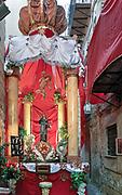 Palermo, festino di Santa Rosalia, vicolo del centro storico addobbato dagli abitanti.<br /> <br /> Palermo, feast of Santa Rosalia, alley in the historic city center.