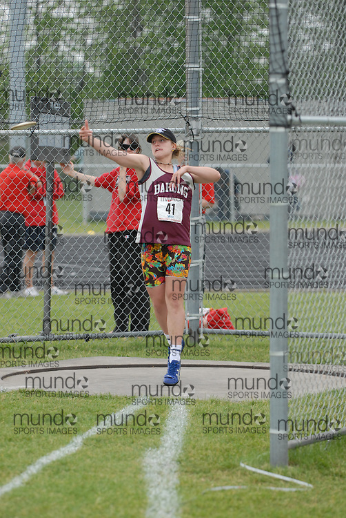 Hamilton, Ontario ---05/06/08--- Alisha Perron of Algonquin E S  in North Bay competes in the senior girls discus at the 2008 OFSAA Track and Field meet in Hamilton, Ontario..MARK BUTTERWICK
