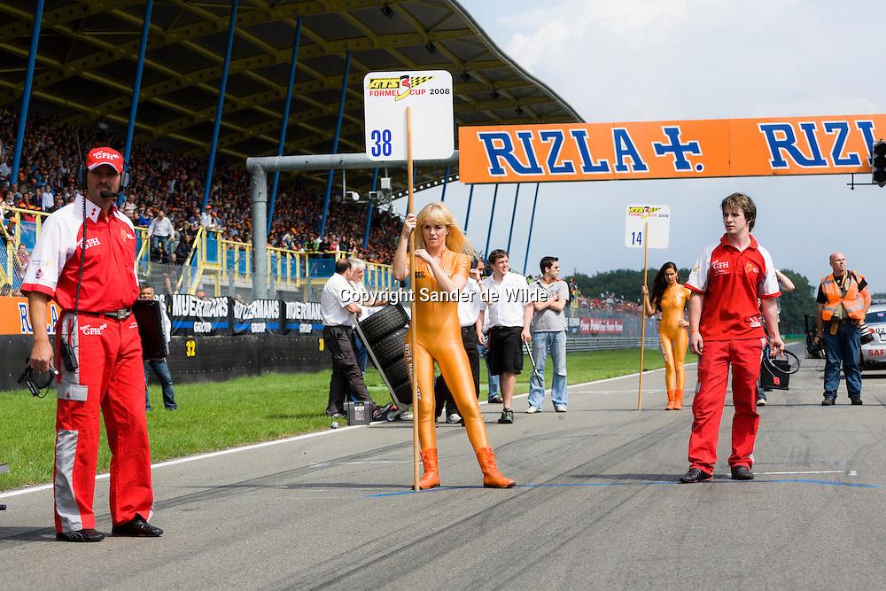 Rizla promotieteam met Josje Huisman op het TT circuit in Assen 2008