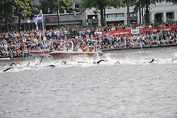 16.07.2011, Hamburg, GER, Dextro Energy Triathlon ITU World Championship Series, Elite men, im Bild die Maenner schwimmen in der Binnenalster mit Zuschauern im Hintergrund.EXPA Pictures © 2011, PhotoCredit: EXPA/ nph/  Witke       ****** out of GER / CRO  / BEL ******