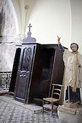 tilted confessional France