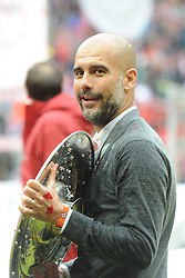 14.05.2016, Allianz Arena, Muenchen, GER, 1. FBL, FC Bayern Muenchen vs Hannover 96, 34. Runde, im Bild Trainer Pep Guardiola (FC Bayern Muenchen) mitt der Meisterschale // during the German Bundesliga 34th round match between FC Bayern Munich and Hannover 96 at the Allianz Arena in Muenchen, Germany on 2016/05/14. EXPA Pictures © 2016, PhotoCredit: EXPA/ Eibner-Pressefoto/ Stuetzle<br /> <br /> *****ATTENTION - OUT of GER*****