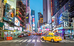 THEMENBILD - Der Times Square in New York City liegt an der Kreuzung Broadway und Seventh Avenue und ist nach dem von der Zeitung New York Times benutzten Gebäude T.S.1 benannt, im Bild die Seventh Avenue auf Höhe der 48th Street, Aufgenommen am 08. August 2016 // The Times Square in New York City is located at the junction of Broadway and Seventh Avenue. It is named after the building T.S.1 which is the home of the newspaper New York Times, This picture shows the Seventh Avenue at the 48th Street, United States on 2016/08/08. EXPA Pictures © 2016, PhotoCredit: EXPA/ Sebastian Pucher