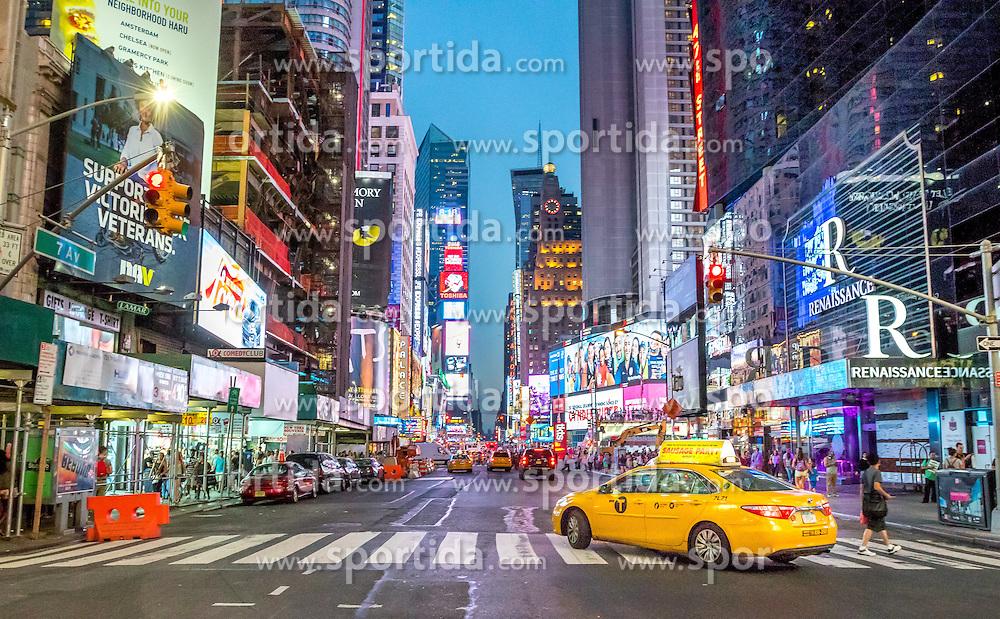 THEMENBILD - Der Times Square in New York City liegt an der Kreuzung Broadway und Seventh Avenue und ist nach dem von der Zeitung New York Times benutzten Gebäude T.S.1 benannt, im Bild die Seventh Avenue auf Höhe der 48th Street, Aufgenommen am 08. August 2016 // The Times Square in New York City is located at the junction of Broadway and Seventh Avenue. It is named after the building T.S.1 which is the home of the newspaper New York Times, This picture shows the Seventh Avenue at the 48th Street, United States on 2016/08/08. EXPA Pictures © 2016, PhotoCredit: EXPA/ Sebastian Pucher