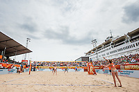 ROTTERDAM - Poulewedstrijd Stiekema/Remmers - Wang Fan/Yue , Beachvolleybal , WK Beach Volleybal 2015 , Stadion SS Rotterdam , 28-06-2015 , Michelle Stiekema met haar service