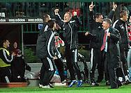 n/z.: Trener Dariusz Wdowczyk (Legia) cieszy sie z wygranej podczas meczu ligowego Legia Warszawa (biale-czarne) - Zaglebie Lubin (pomaranczowe) 1:0, I liga polska , 26 kolejka sezon 2005/2006 , pilka nozna , Polska , Warszawa , 22-04-2006 , fot.: Adam Nurkiewicz / mediasport..Trainer coach Dariusz Wdowczyk (Legia) celebrates win his team during Polish league first division soccer match in Warsaw. April 22, 2006 ; Legia Warsaw (white-black) - Zaglebie Lubin (orange) 1:0; first division , 26 round season 2005/2006 , football , Poland , Warsaw ( Photo by Adam Nurkiewicz / mediasport )